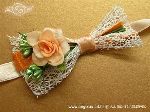 narančasta kitica za vjenčanje s bijelom mrežom i narančastom ružom