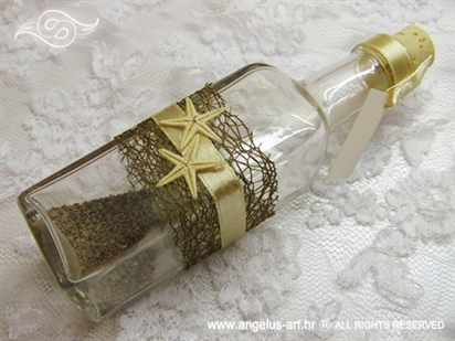 natural smeđa pozivnica u boci s morskim zvijezdama i pijeskom