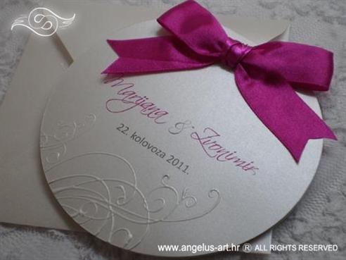 okrugla pozivnica za vjenčanje sa ciklama mašnom