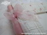 organdij roza mašna na natural foto albumu