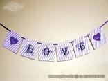 personalizirani natpis love u ljubicastim tonovima