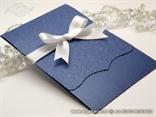 plava pozivnica s bijelom satenskom mašnom na preklop