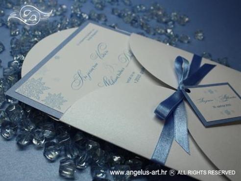 plava pozivnica za vjenčanje zimska s plavom mašnicom