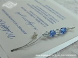 plave perlice na bijeloj pozivnici s paus papirom