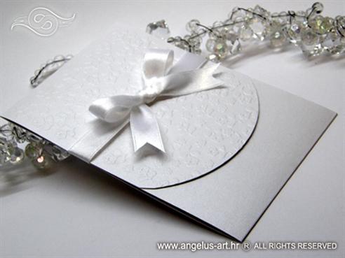 pozivnica za vjenčanje bijela s 3D efektom i bijelom mašnom