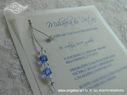 pozivnica za vjenčanje s plavim perlama i prozirnim papirom