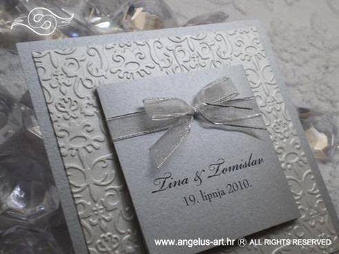 pozivnica za vjenčanje srebrno bijela s organdij mašnicom