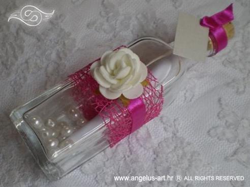 pozivnica za vjenčanje u boci ciklama s bijelom ružom