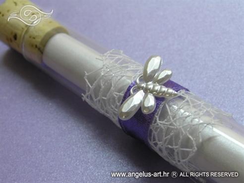 pozivnica za vjenčanje u epruveti s bijelim leptirom