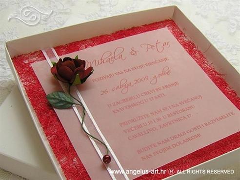 pozivnica za vjenčanje u kutiji s crvenom ružom