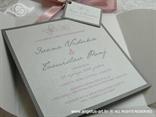 prljavo roza pozivnica s leptirima u omotnici na rasklapanje
