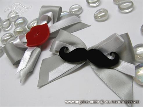 rever i narukvica za goste vjencanja s motivima usana i brokova