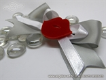 rever za goste vjencanja dekoriran crvenim usnama