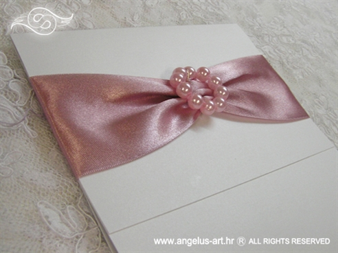 roza pozivnica za vjencanje sa satenskom trakom i perlicama
