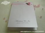ružičasta zahvalnica sa satenskom trakom i ružicom