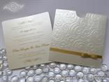 šampanj pozivnica sa zlatnom mašnom na izvlačenje