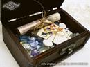 skrinica punjena sarenim staklenim perlama