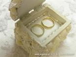 škrinjica za vjenčanje s bijelim školjkama