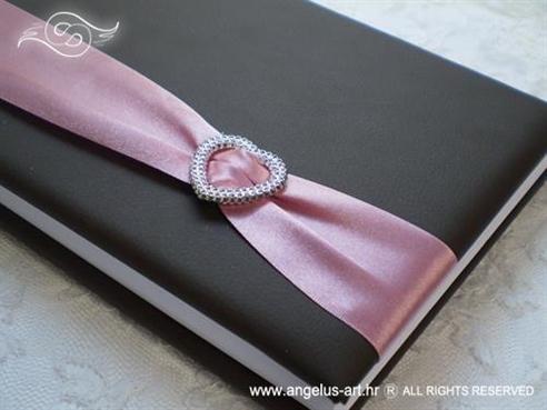 smeđa knjiga dojmova sa rozom trakom i srcem