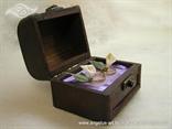 smeđa škrinjica za vjenčano prstenje s ljubičastom trakom i dvije kale