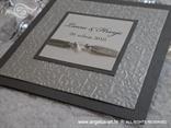 srebrna ekskluzivna pozivnica s tiskom i perlicama