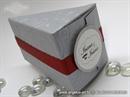srebrna konfetna kutija u obliku kriske torte