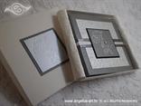srebrna pozivnica knjiga u kutiji s monogramom i inicijalima