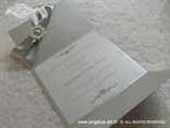 srebrna pozivnica s perlicama i tiskom teksta