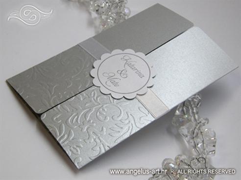 srebrna pozivnica za vjenčanje s 3D uzorkom i kartončićem