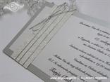 srebrna pozivnica za vjenčanje s izbočenim cvijetovima i srebrnim konopcem