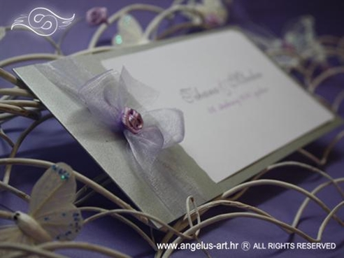 srebrna pozivnica za vjenčanje s lila organdij mašnom