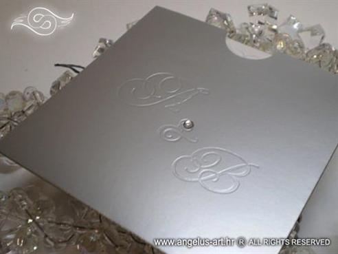 srebrna pozivnica za vjenčanje s monogramom i cirkonom