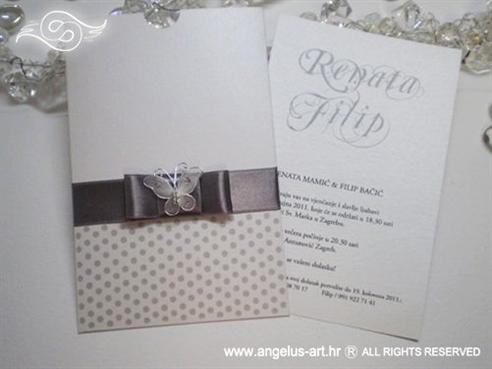 srebrna pozivnica za vjenčanje s točkama i leptirom