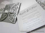 srebrna pozivnica za vjencanje s urezanim detaljima