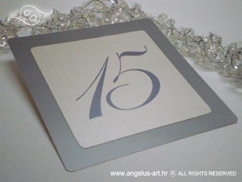 srebrni broj stola za raspored sjedenja za stalak