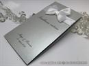 Srebrni menu/jelovnik za svadbenu svečanost s bijelom satenskom mašnom