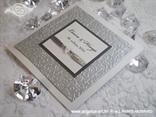 srebrno bijela pozivnica za vjenčanje boje leda s 3D strukturom