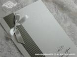 srebrno bijela zahvalnica s prugama i bijelom mašnom