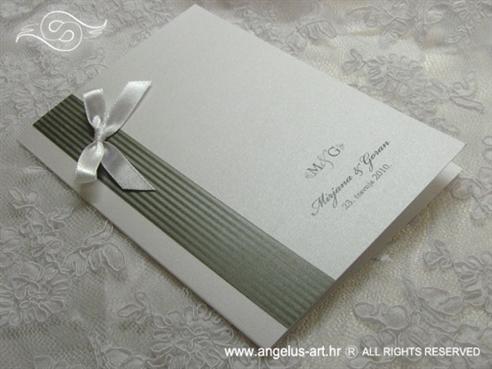 srebrno bijela zahvalnica za vjenčanje s monogramom i mašnicom