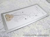 Srebrno bijeli jelovnik za svadbenu svečanost