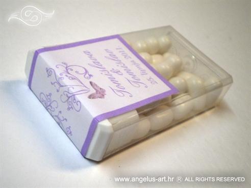 tic tac mentol konfet za vjenčanje s dekoracijom leptira u lila boji