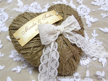 vintage pad for wedding rings with lace