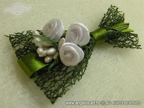 Ruže u zelenoj mreži