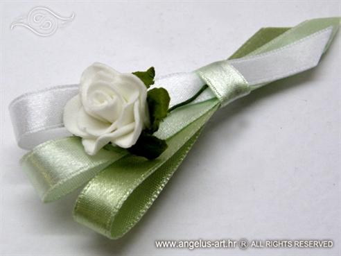 zelena kitica za vjenčanje s bijelom ružom