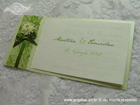 zelena pozivnica s mašnicom i cvijetom