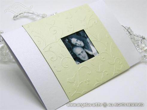 zelena pozivnica za vjenčanje s 3D ornamentima i slikom