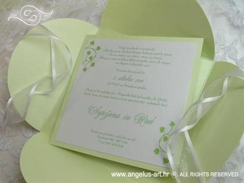 zelena pozivnica za vjenčanje u perlastoj omotnici s organdij trakom