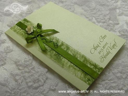 zelena zahvalnica s krem ružom i zelenom mrežom