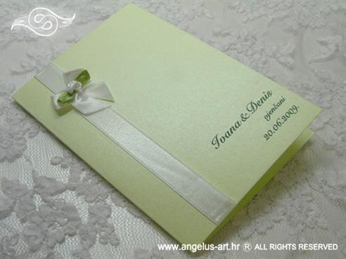 zelena zahvalnica za vjenčanje s mašnom i bijelom ružom