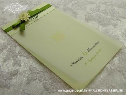 zelena zahvalnica za vjenčanje sa zelenom mašnom i cvijetom